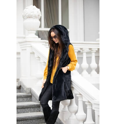 Vest with a hood black